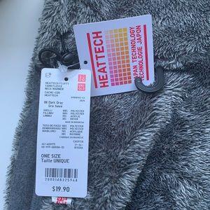 Uniqlo Heattech Fluffy Yarn Fleece Neck Warmer